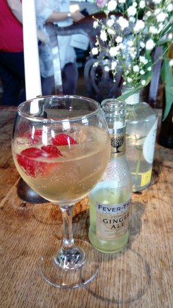 Malpas, UK: Lovely gin festival and excellent food, had watermelon salad with goats cheese and chicken with