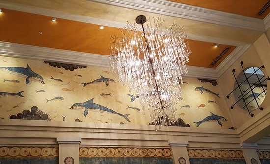 Kimpton Hotel Monaco Seattle: Lobby - Beautiful chandelier and wall murals