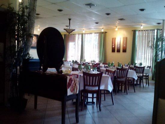 Jade Bistro: Front Part of Restaurant