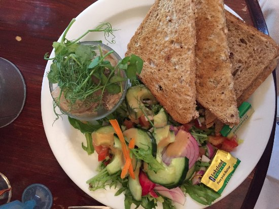 Cedar Farm Cafe: Sardine pate with lemon