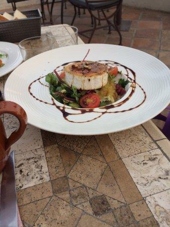 The Garden Restaurant : Aceite de Málaga, almejas , pulpo y ensalada de queso de cabra. Para acabar bacalao. Todo muy bu