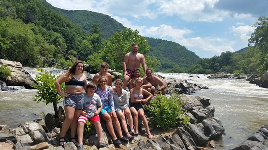 Hot Springs Rafting Co.: Awsome group at frank bells on a full day lunch  break.