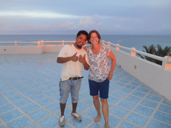 Villas DeRosa Beach Resort: Bartender extraordinaire ADOLFO and me on the roof at sunset. The colors were stunning.