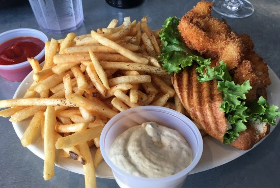 Paulie's Restaurant: Great lunch during happy hour