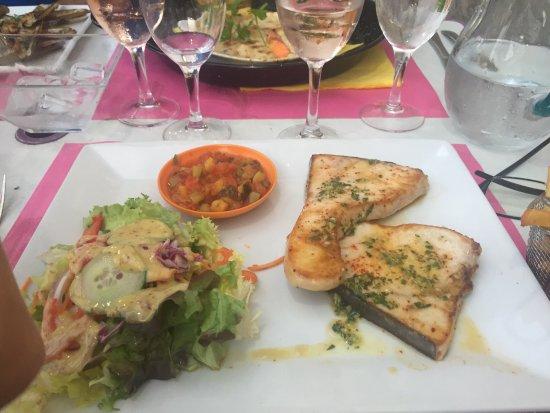 Bram, France: Cassolette de saint Jacques, espadon grillé, couteaux...avec un rosé domaine Py ...excellente so