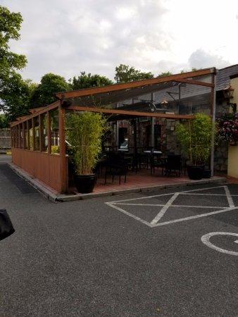 Cumiskeys Pub : Open bar where it looks like you can smoke