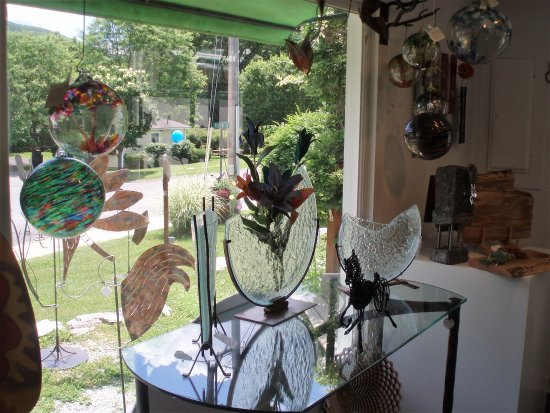 West Stockbridge, MA: Art displayed in shop