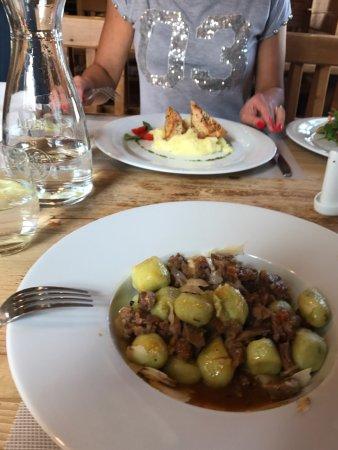 Pec pod Snezkou, Czech Republic: Miła obsługa. Jedzenie bardzo dobre. Polecam jeśli dobry obiadek w miłym przytulnym miejscu to t