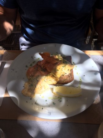 Attica, Griekenland: eggs with salmon