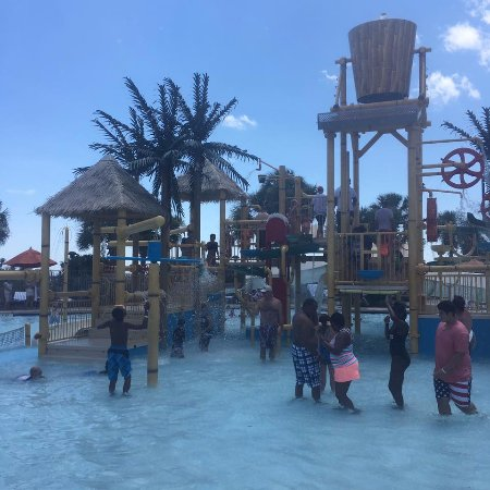 Kingston Plantation Condos: splash waterpark included, they do have activity for the kids there
