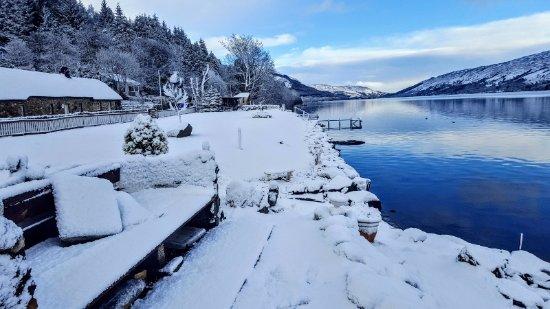 Lochearnhead, UK: Loch garden in snow