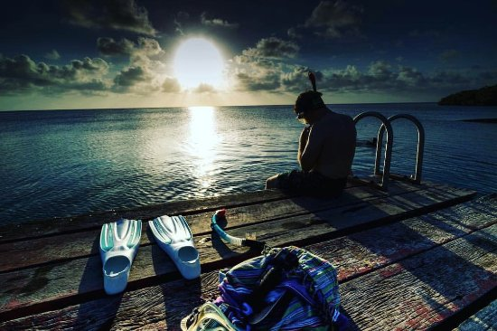 Long Caye, Belize: Snorkel at our sunset dock