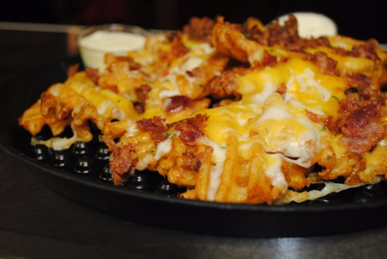 Clatskanie, Орегон: Cheese and bacon on those fries?