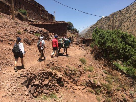 Imlil, Marokko: Walking trough a berber village