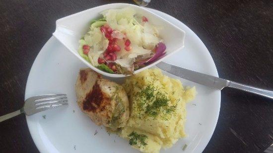 Raciborz, Polen: Filet z kurczaka z pesto
