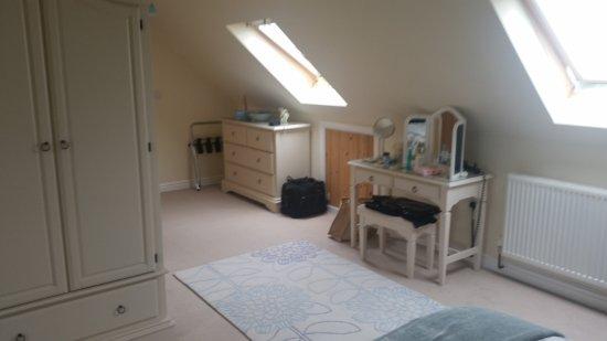 Dinas, UK : View towards door and bathroom