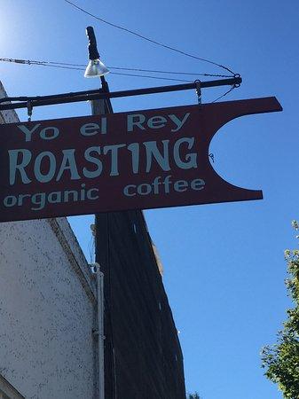 Yo El Rey Roasting : Exterior signage