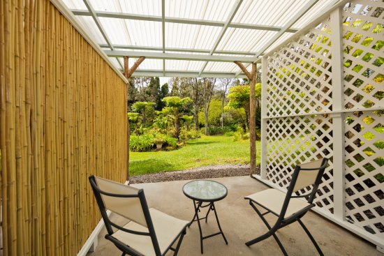Volcano, HI: Red Ginger room's patio and view of garden