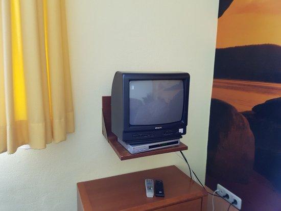 Mini TV Wobei Hier Gehört Normal Der Größere TV Rein - Tv im schlafzimmer