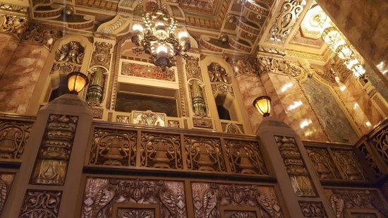 Oriental Theatre : View from the lobby
