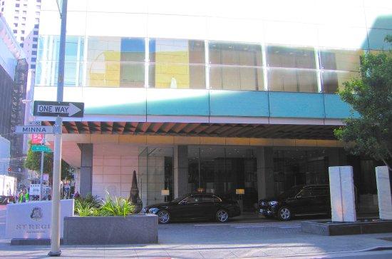The St. Regis San Francisco: Hotel Entrance