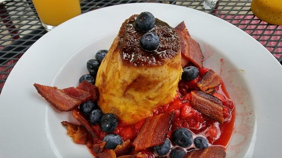 Captain Visger House: French toast with fresh strawberries and blueberries and local bacon