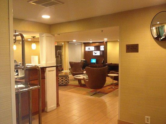 Baymont Inn & Suites Savannah Midtown Photo