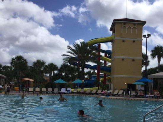 Vacation Villas at Fantasy World I: Der Pool ist das einzig schöne an dieser Anlage.