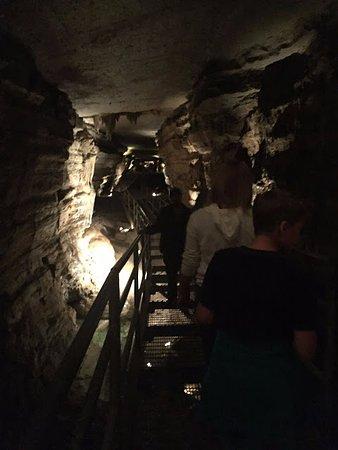 เพรสตัน, มินนิโซตา: Walk way in the cave.