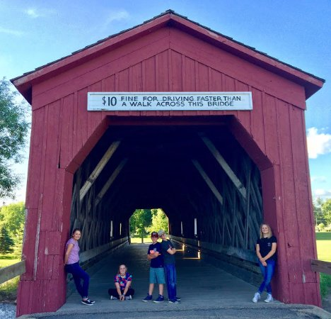 Zumbrota, MN: Nice place to get a picture of your grandkids.
