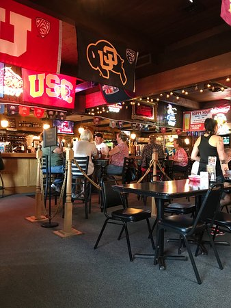The Dalles, Орегон: Zim's Brau Haus Restaurant & Sports Bar