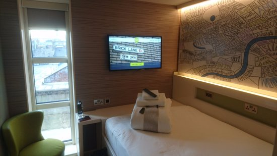 Hub by Premier Inn London Spitalfields, Brick Lane hotel: Room from the door
