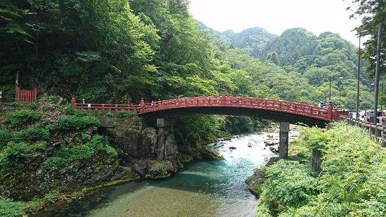Shinkyo: きれいな川と神橋