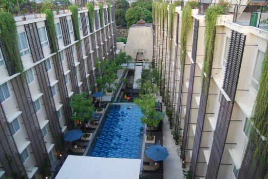Ananta Legian Hotel: Roof looking at the pool