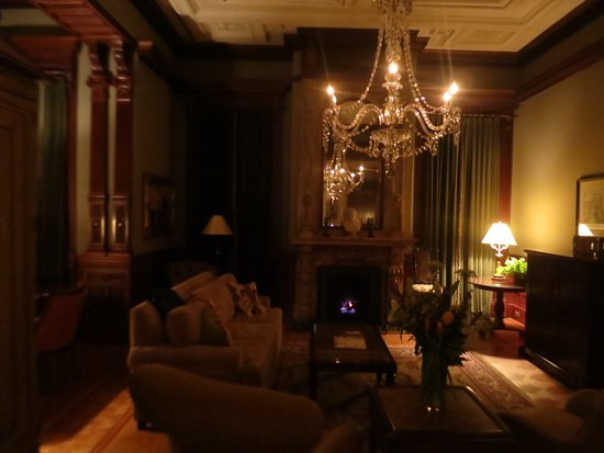 Wentworth Mansion: Grand Mansion Suite