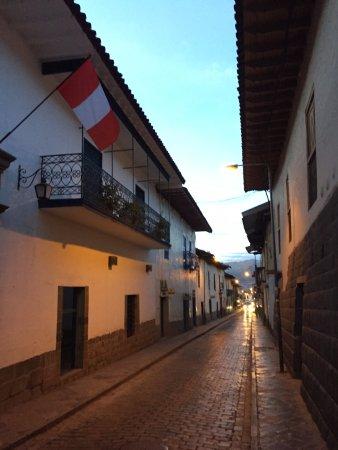 Novotel Cusco: charmosa rua do hotel
