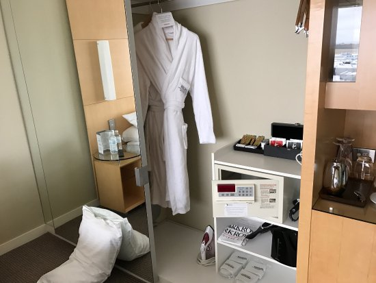 Tullamarine, Australie : Parkroyal King Bed room
