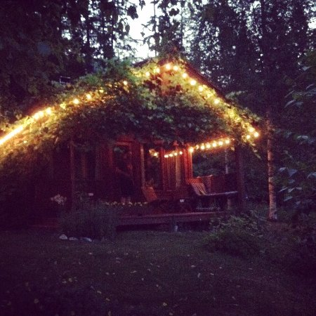 Kaslo, Canada: Cabins are lit every evening!
