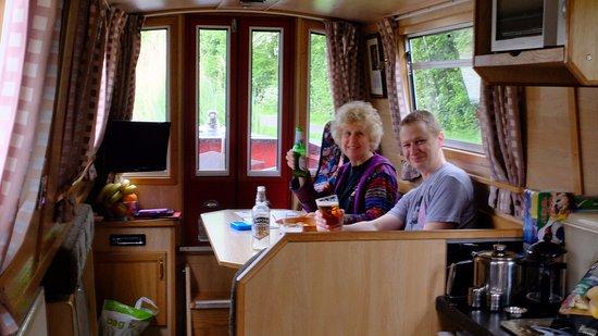 Alvechurch, UK: Inside our lovely Narrow Baot