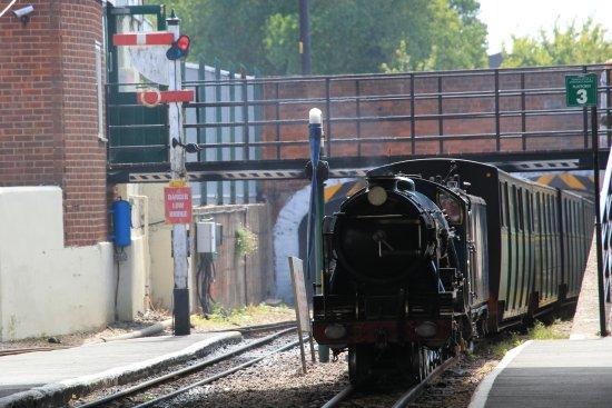 Romney, Hythe and Dymchurch Railway: Hurricane arriving at Romney
