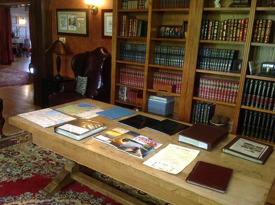 Shafer Baillie Mansion: Library
