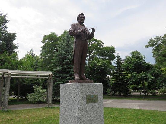 Leonard Bernstein Statue