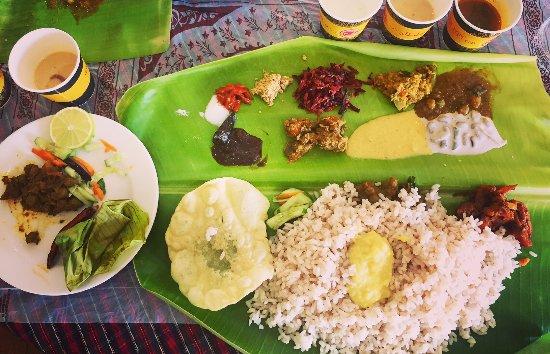 Foodlands Restaurant : Vazhayila Sadya (on Saturday Lunch)