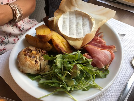 Aubusson, Francja: Camembert chaud ....mmmmm !