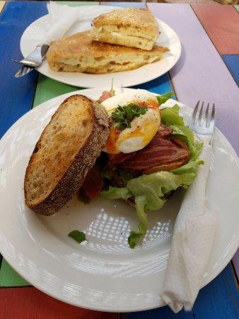 The Cafe: Egg topped BLT