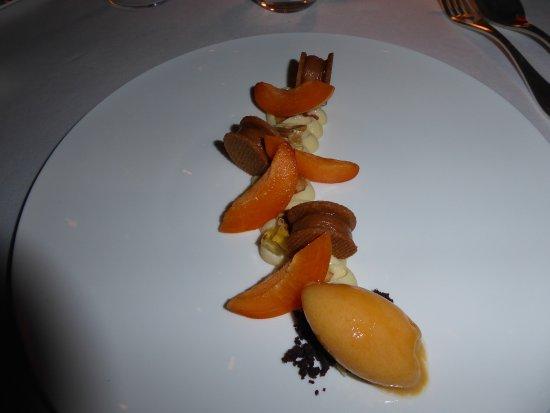 Bouliac, France: crème de citron , abricots, sablé aux cacahuètes...étonnant mais très goûteux