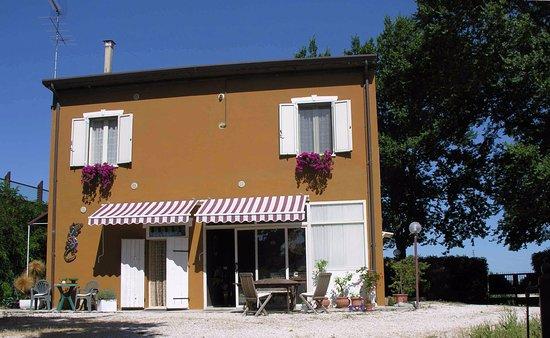 San Costanzo, Italy: il Casolare vista est - Marotta di Mondolfo PU - Redgekko B&B