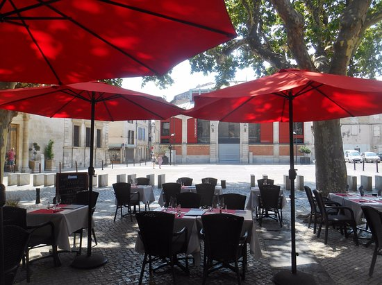 Cafe Restaurant La Place Beaucaire