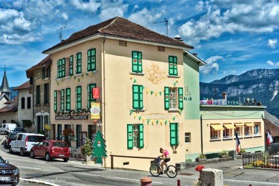 Miribel-les-Echelles, França: Restaurant-Traiteur des 3 Biches à Miribel Les Echelles.