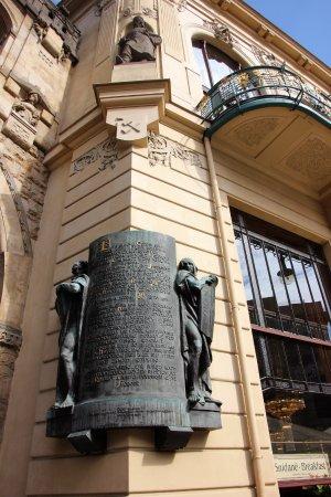 Obecní Dům: Herrliche Tafel auf dem Gebäude